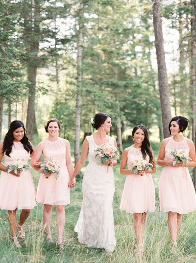 Bride & Bridesmaids at Montana Wedding by Orange Photographie