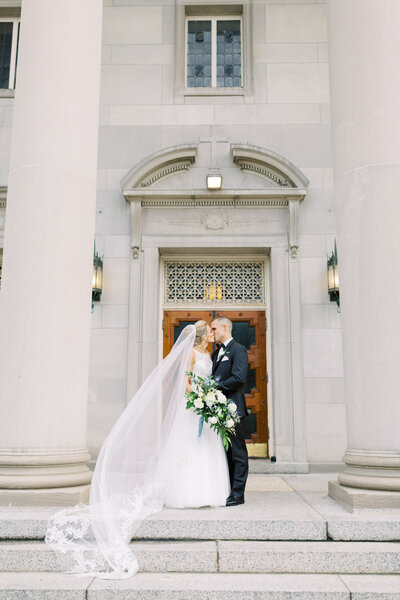 TiffaneyChildsPhotography-ChicagoWeddingPhotographer-Caitlin+Devin-MedinahCountryClubWedding-BridalPortraits-2