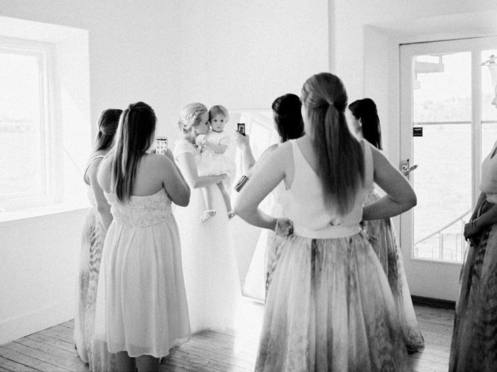 007-bride-with-bridesmaids-in-black-and-white