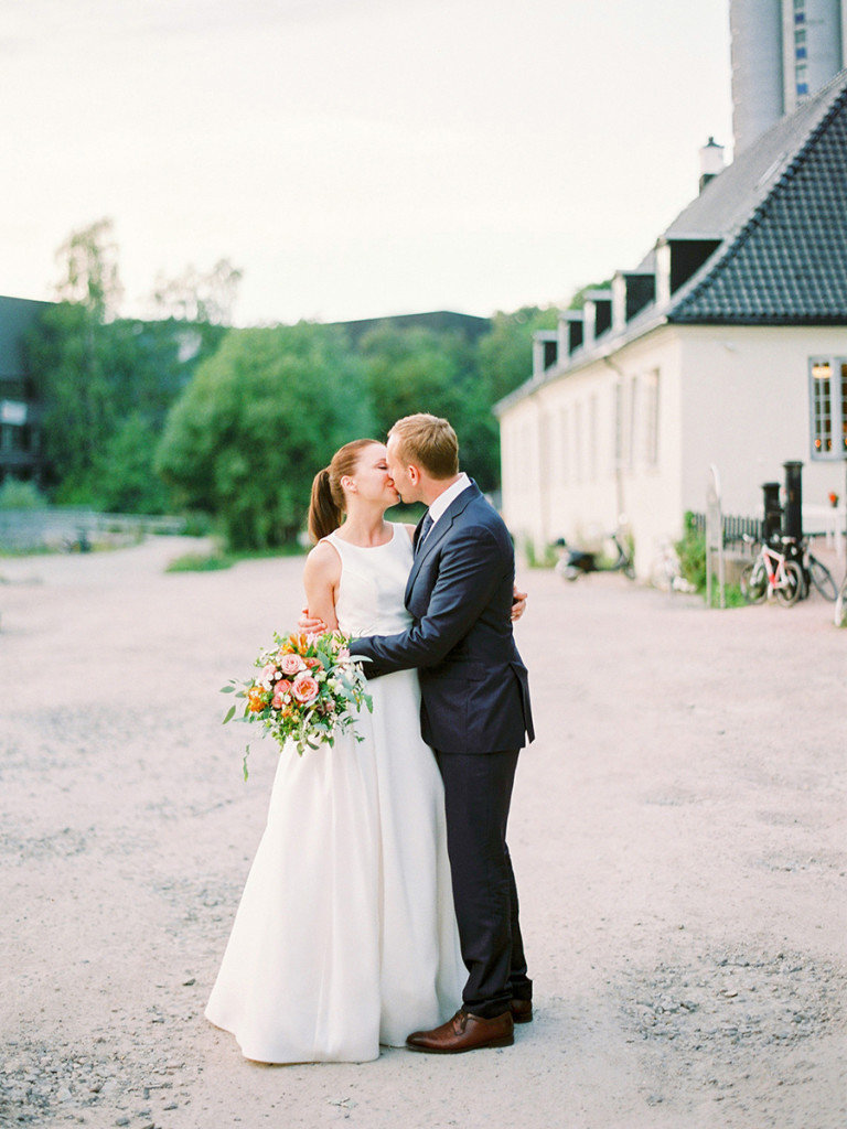 059-bride-and-groom-portraits-from-their-wedding-at-nedre-foss-gård-in-oslo-768x1024