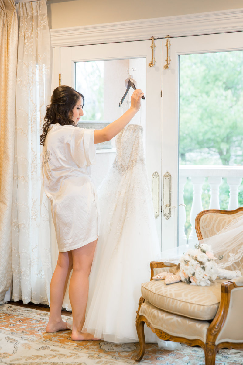 Bride getting ready at Nanina's in the Park Bridal Suite