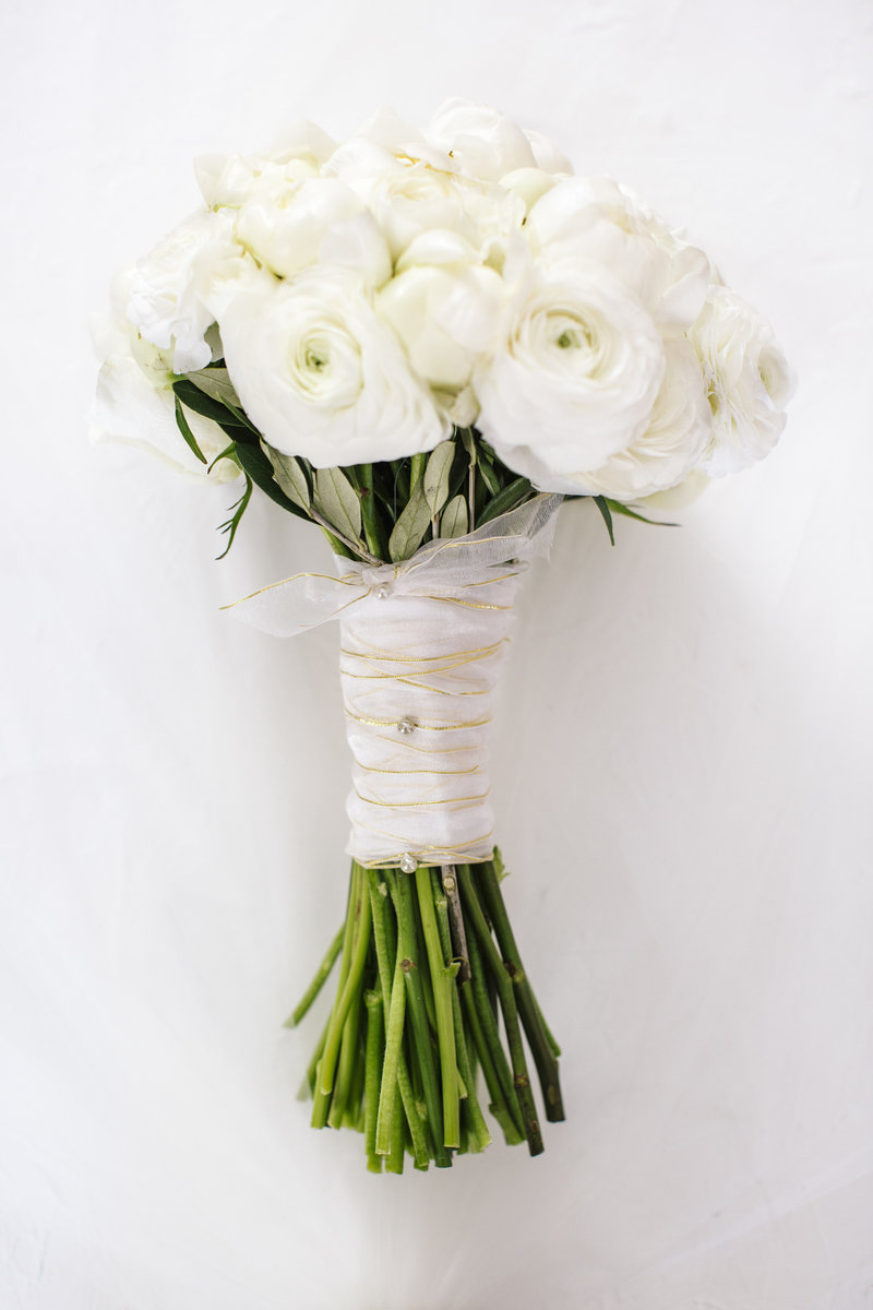 white flower wedding bouquet