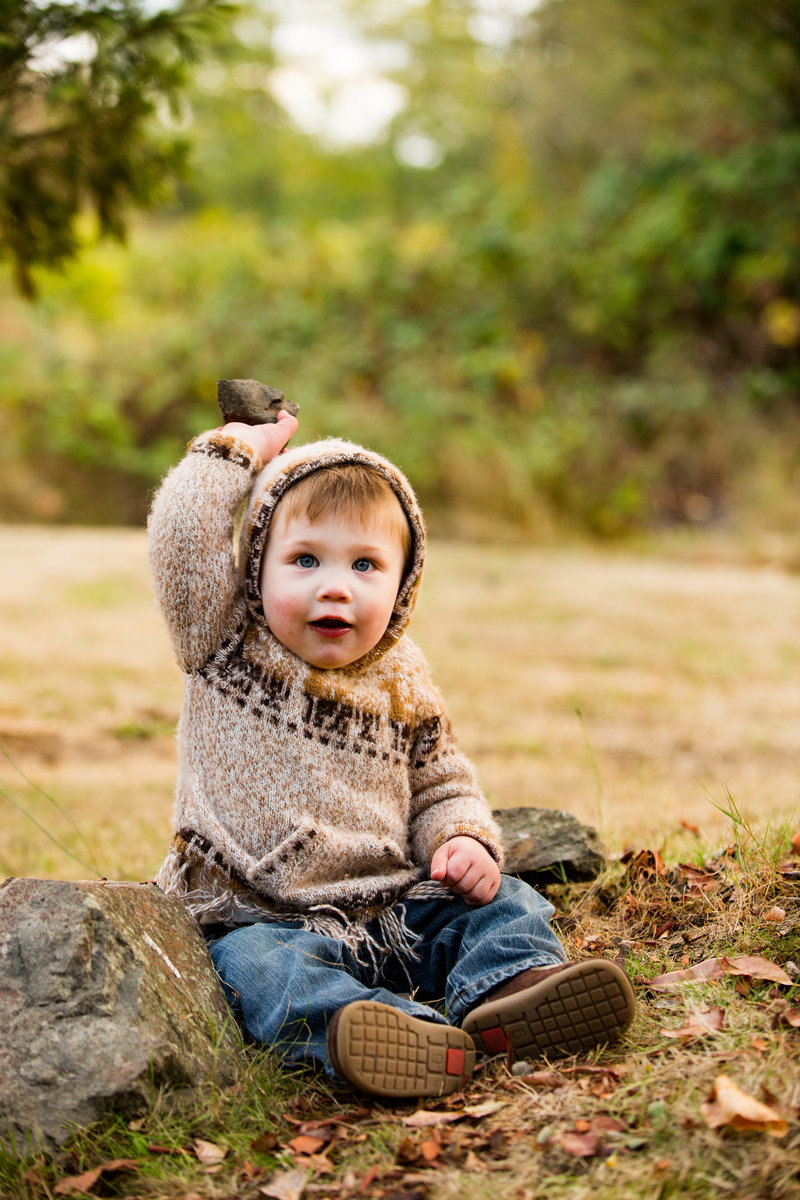 toddler in park seattle family photography emma lee photography