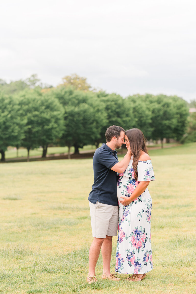 Richmond Maymont park spring rose garden maternity photography -35