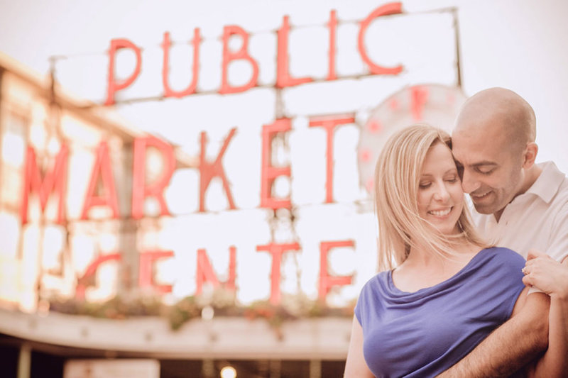 pike-place-engagement-photos-seattle
