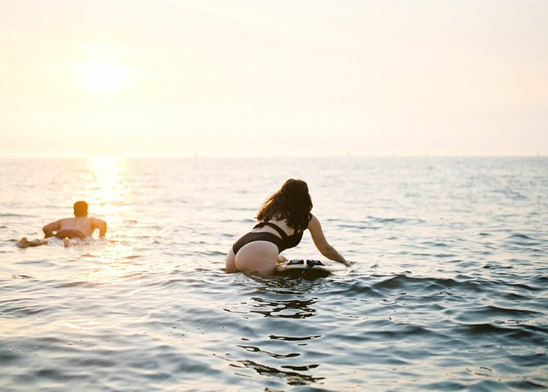 Surfer-couple-film-photography-adventurous-at-the-beach-surfs-up11