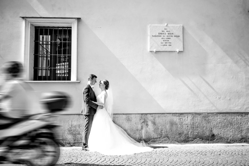 Bride and groom go for a wonder after getting married at the san francesco cloisters sorrento