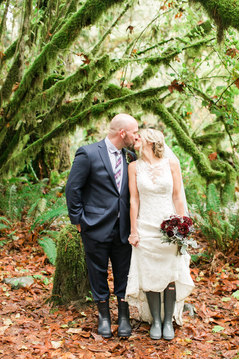 ashley-clay-treehouse-point-wedding404093