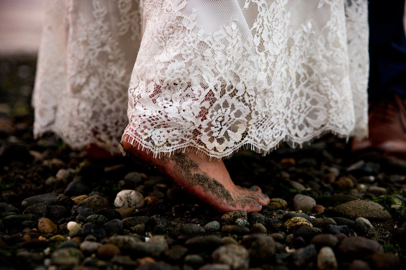 beach elopement seattle wedding photographer emma lee photography