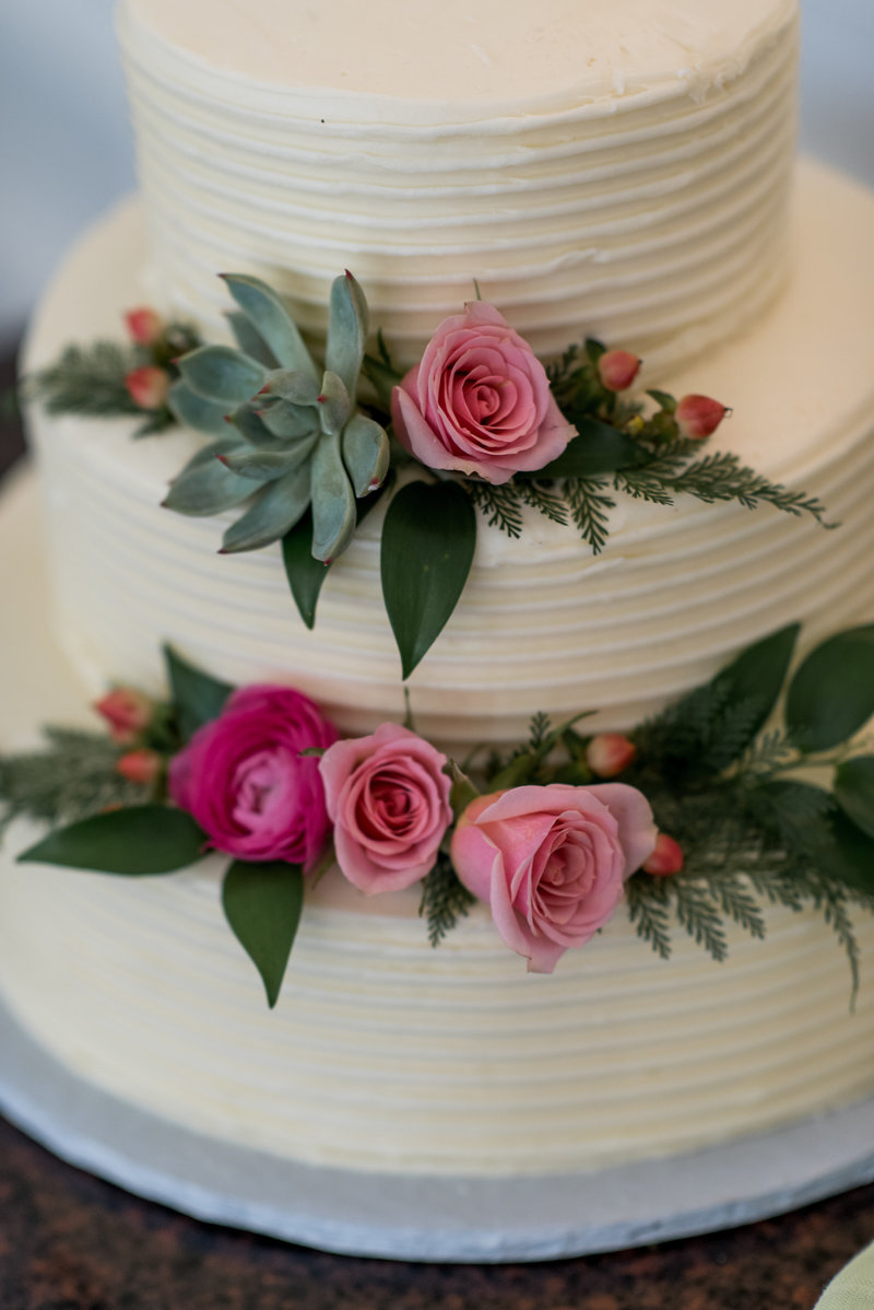 Floral art on wedding cake