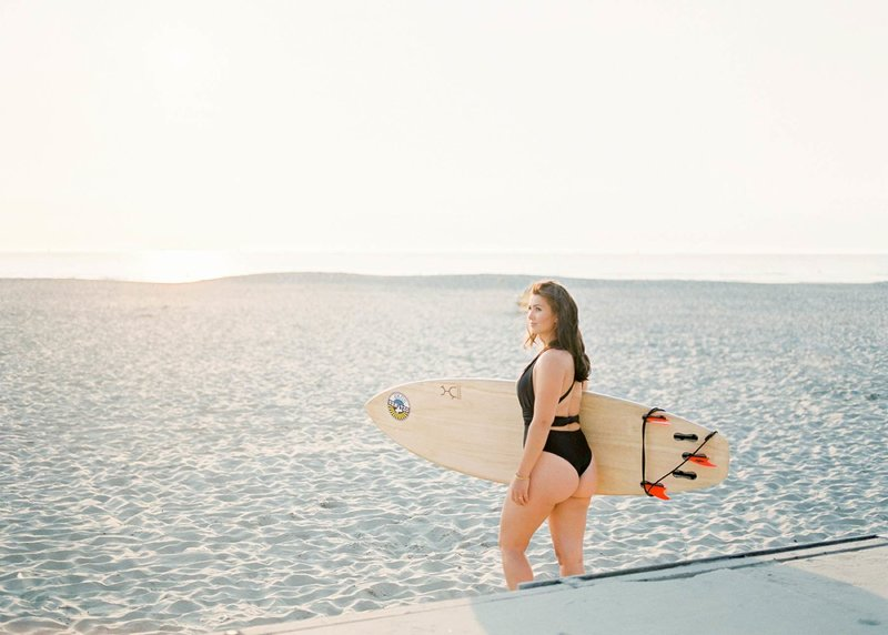 Surfer-couple-film-photography-adventurous-at-the-beach-surfs-up6