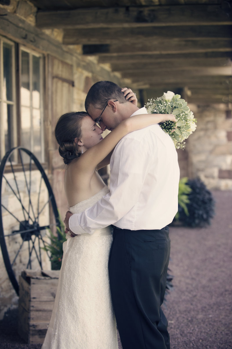 JandDstudio-wedding-rustic-vintage-brideandgroom
