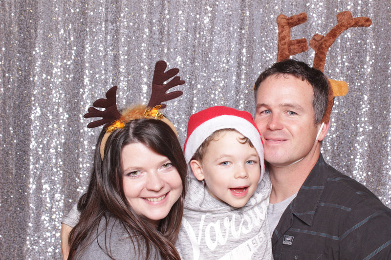 holiday-party-photo-booth-rental-14