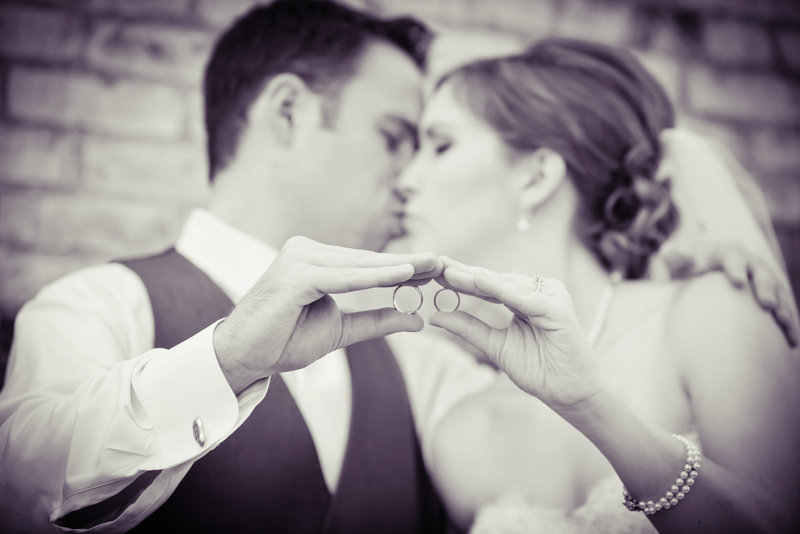JandDstudio-wedding-photogrphy-york-pa-outdoor-brideandgroom-blackandwhite-kissing-rings