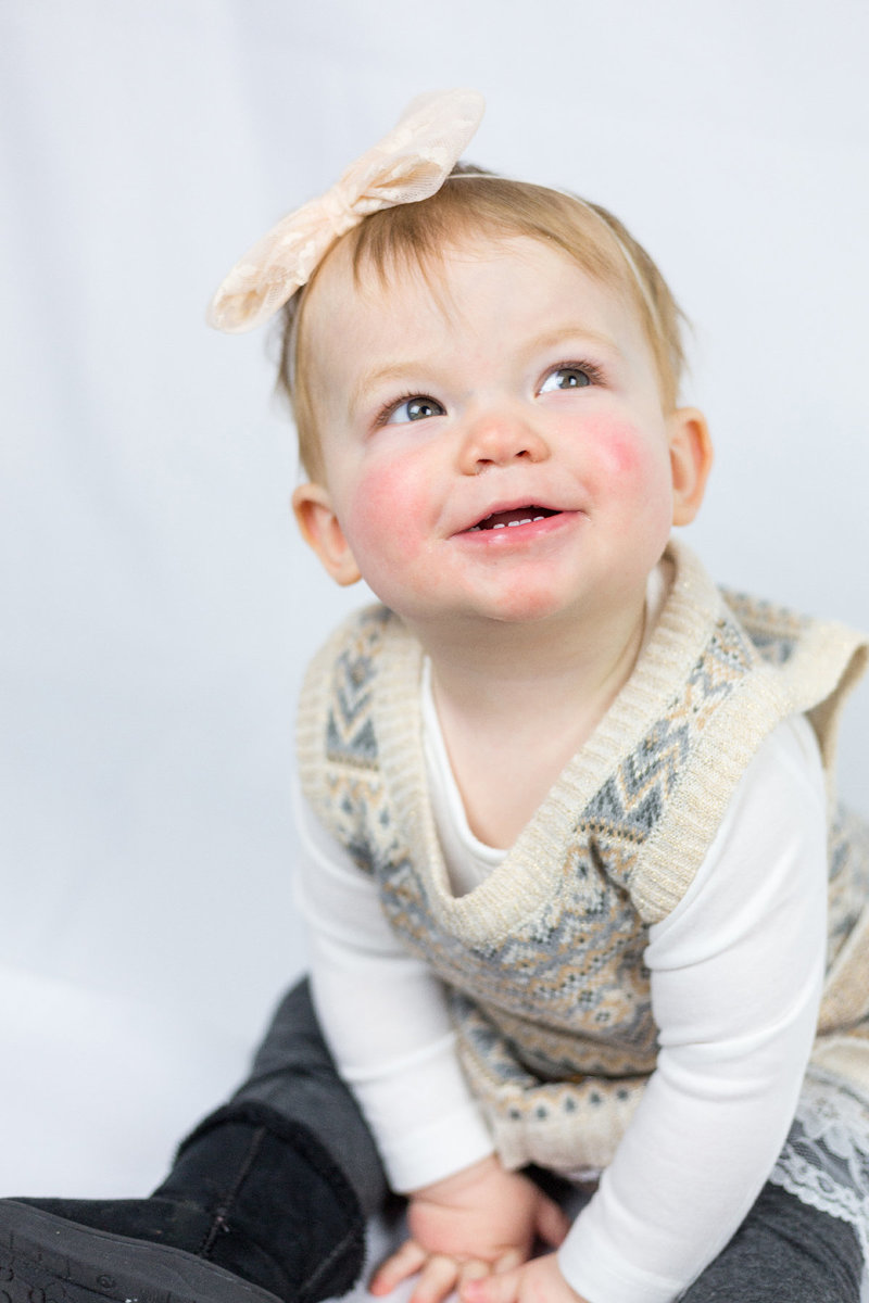 Kaylee Claire_One Year Old Cake Smash Portraits_Rachel Word Photography-13