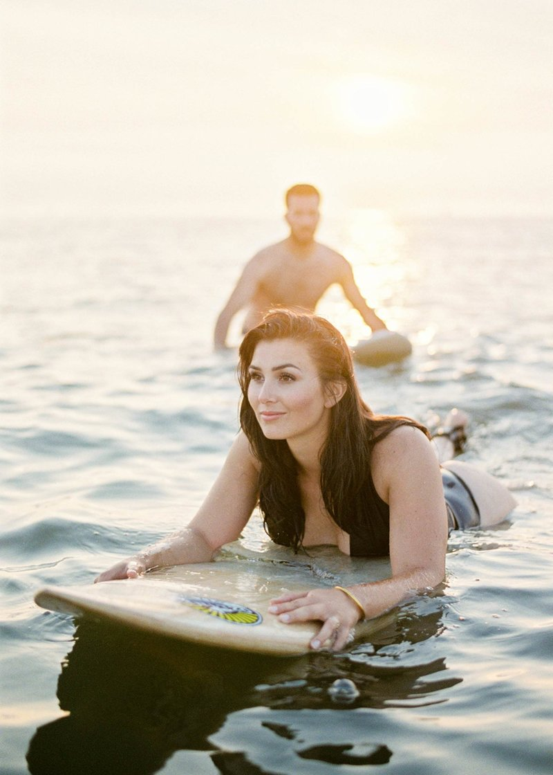 Surfer-couple-film-photography-adventurous-at-the-beach-surfs-up14