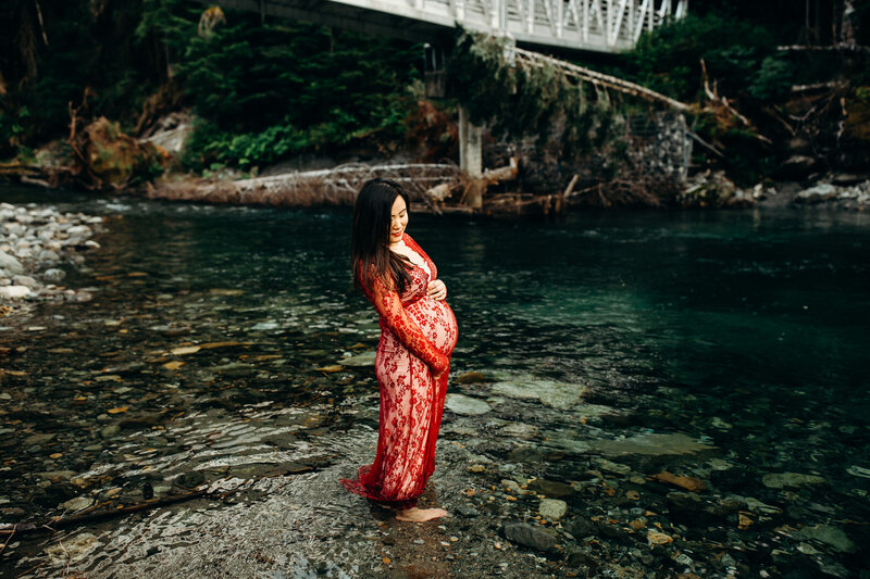 PNW Mountain and River Maternity Session-15