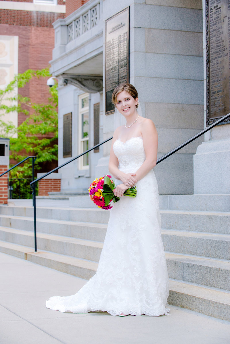 JandDstudio-wedding-photogrphy-old-york-county-courthouse-bride-outdoor
