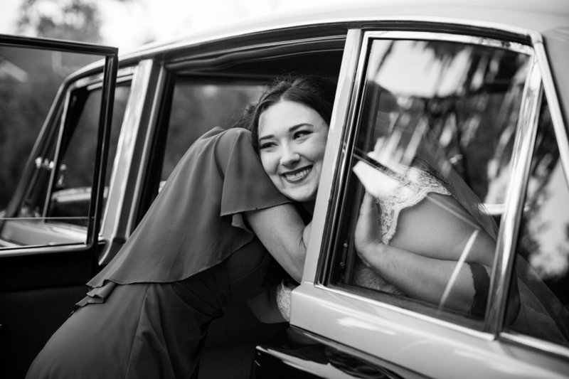 bride in getaway car seattle wedding photographer emma lee photography