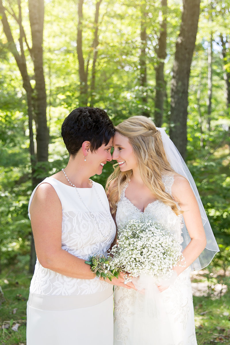 Mother daughter wedding photo at http://www.photosbyciera.com