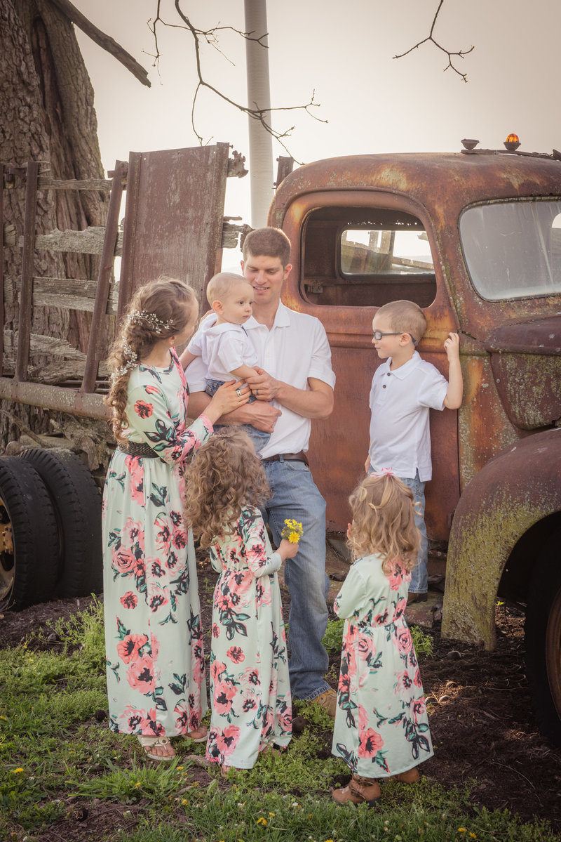 JandDstudio-farm-vintage-family-spring-flowers-car