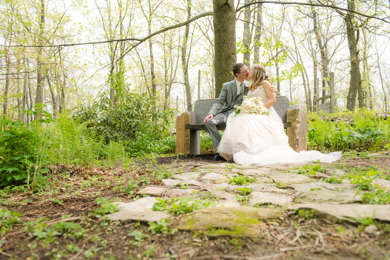 JandDstudio-kings-gap-carlisle-spring-wedding-photography-vintage-brideandgroom-kissing