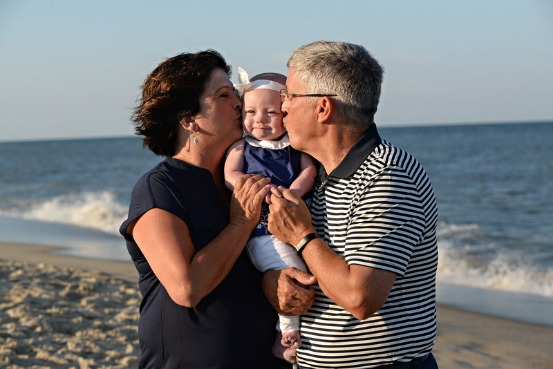 JandDstudio-family-beach-NJ-grandparents
