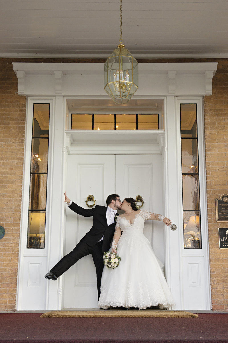 JandDstudio-antrim-1844-maryland-wedding-photography-brideandgroom-outdoor-doors (2)