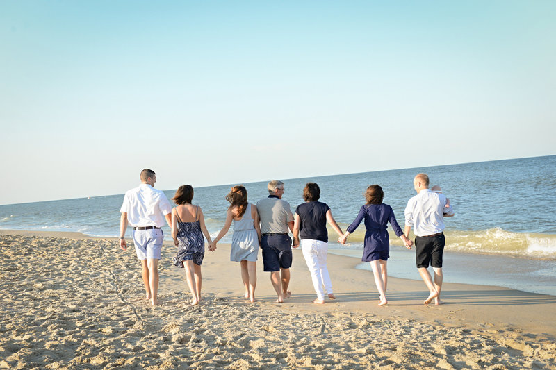 JandDstudio-family-beach-NJ-family-walking-water