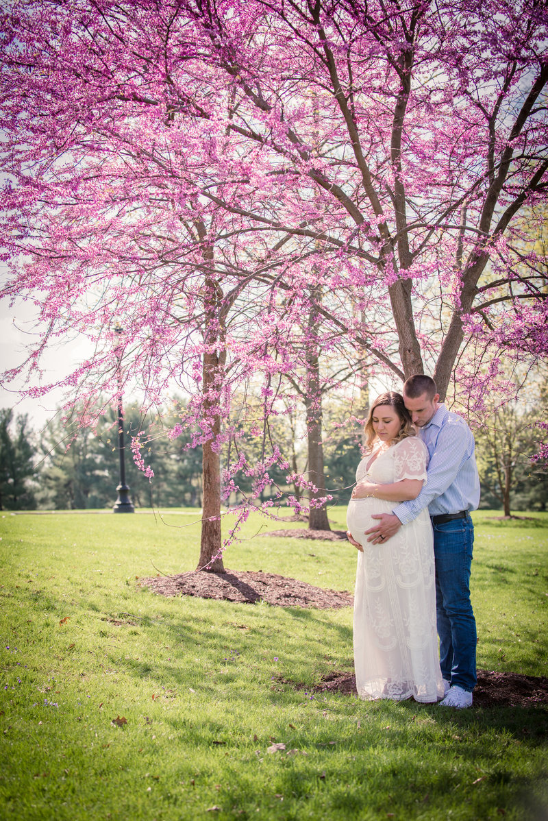 JandDstudio-founderhall-hershey-spring-flowers-maternity-couple-vintage (5)