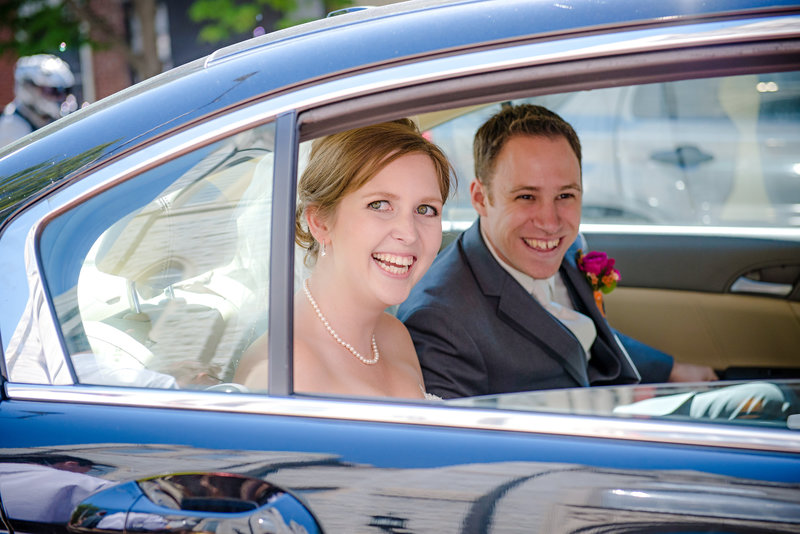 JandDstudio-wedding-photogrphy-york-pa-cathlic-church-leaving-car