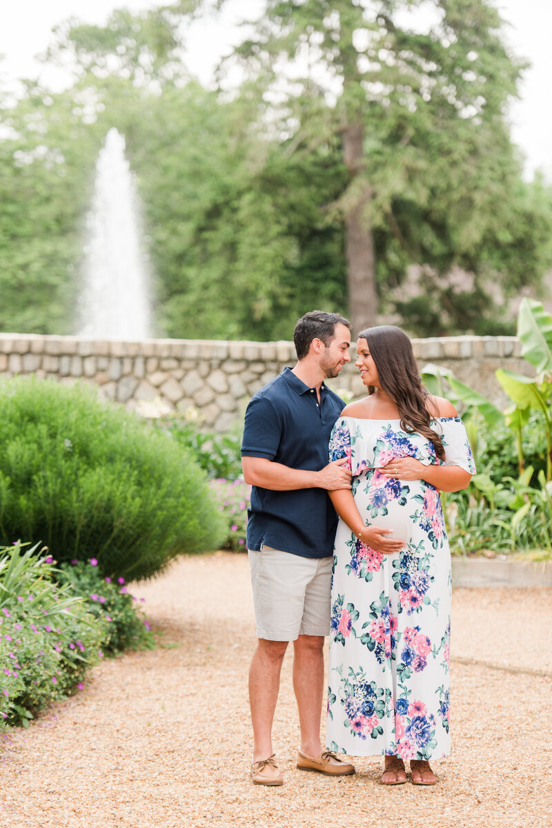 Richmond Maymont park spring rose garden maternity photography -23