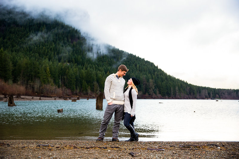 rattlesnake lake foggy day engagement session emma lee photography
