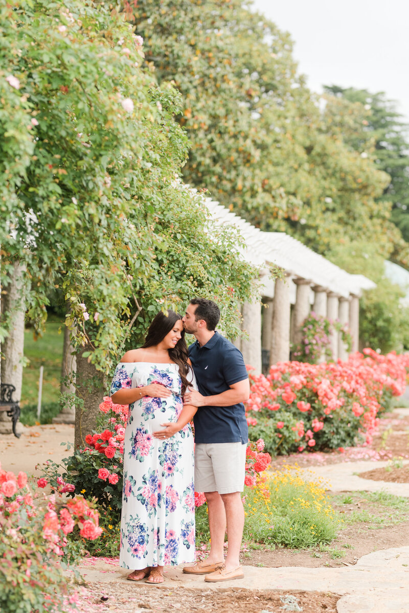 Richmond Maymont park spring rose garden maternity photography -7