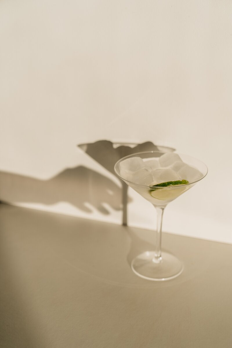 photo-of-cocktail-glass-with-sliced-lime-4051398