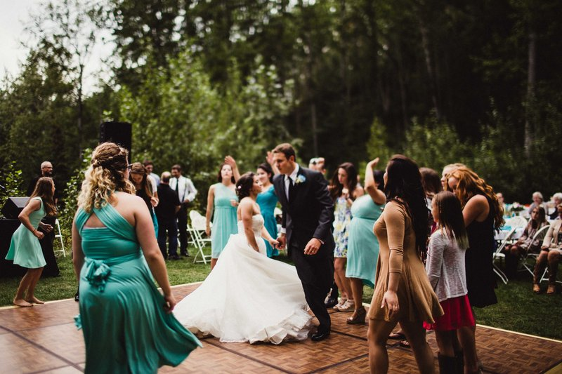 TheHousers-EagleRiver-BackyardWedding-©LaurenRoberts2016-30l