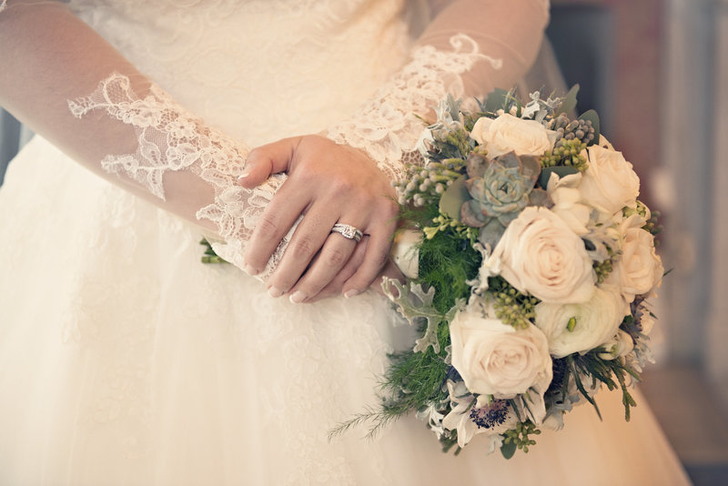 JandDstudio-antrim-1844-maryland-wedding-photography-brideandgroom-indoor-bride-rings-flowers