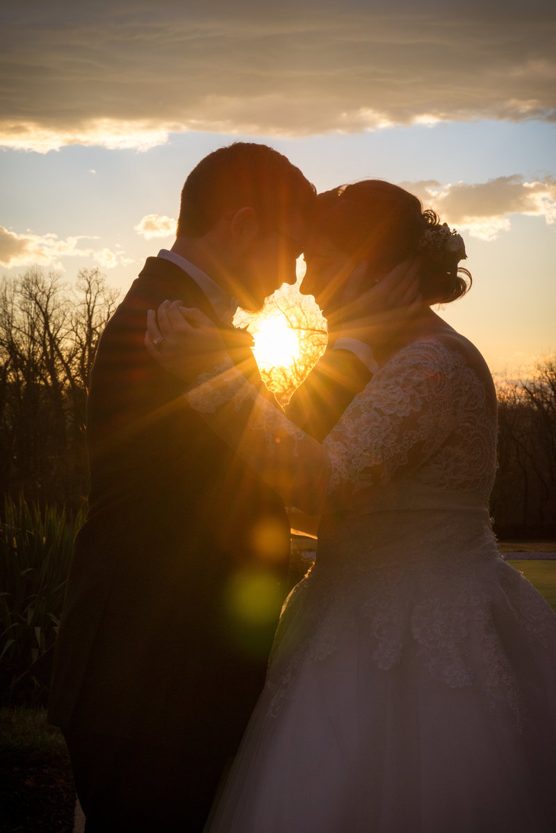 JandDstudio-antrim-1844-maryland-wedding-photography-brideandgroom-outdoor-sunset