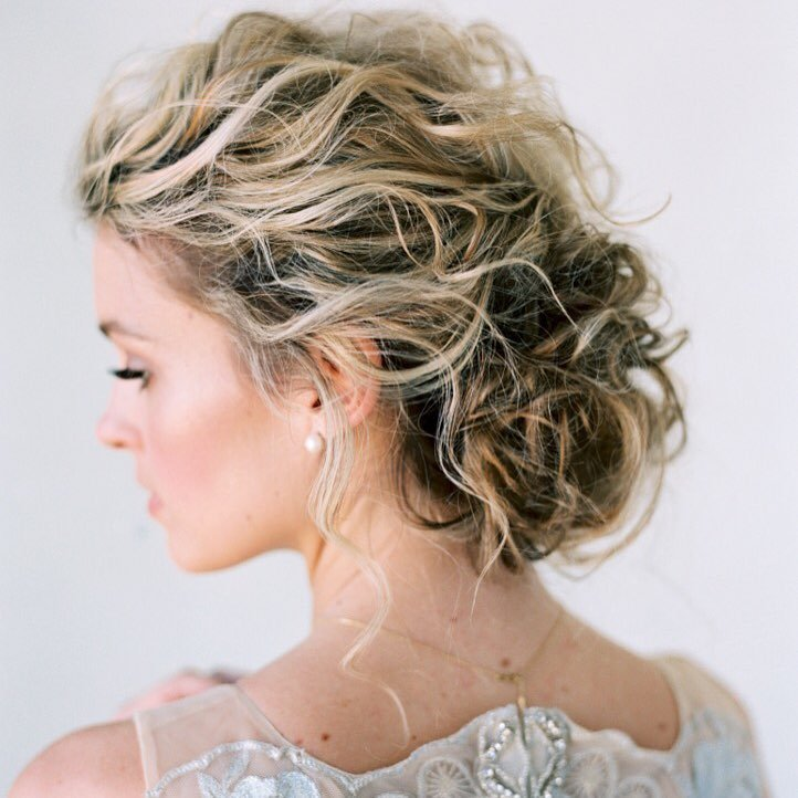 Amanda Gros is a freelance hair and makeup artist in Nashville with a heart for highlighting the natural beauty of her brides and helping people see the beauty in themselves.