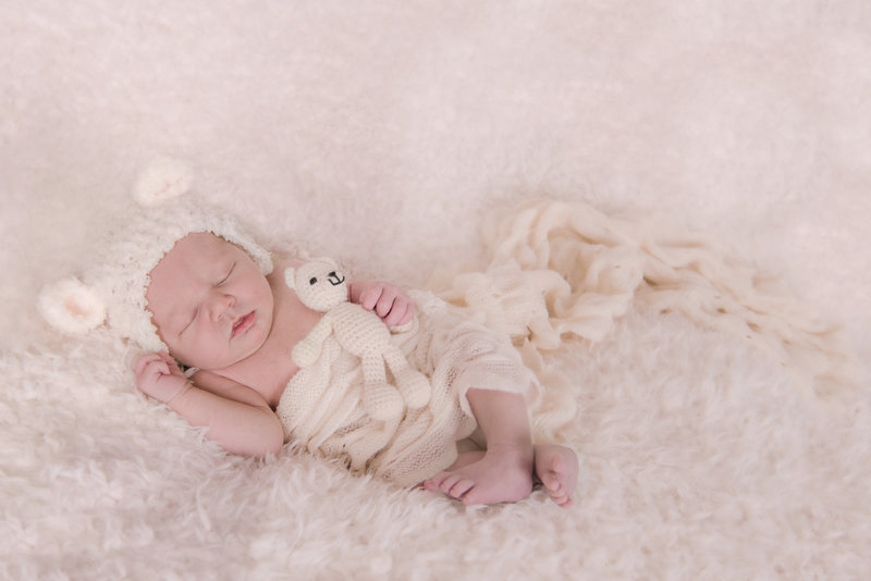 JandDstudio-indoor-studio-infant-baby-bear