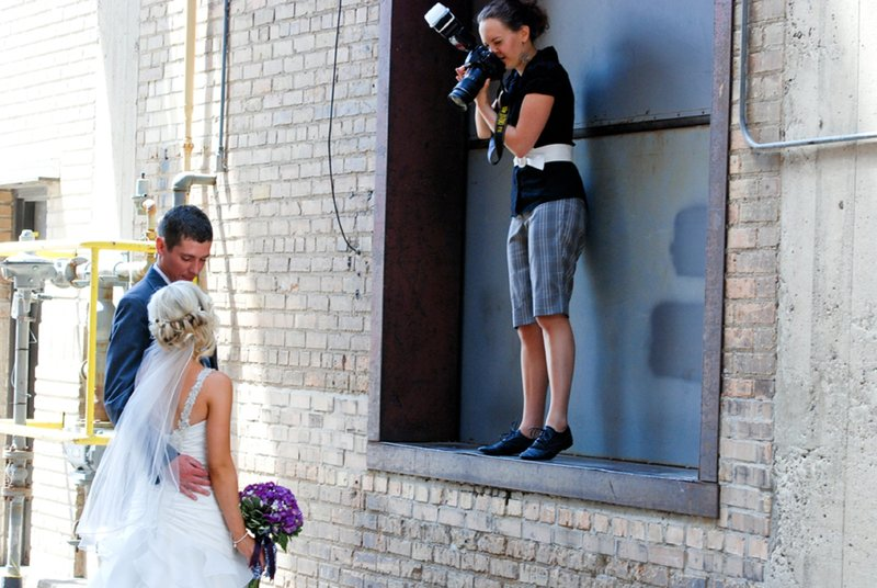 Fargo Moorhead Wedding Photographer Kris Kandel Behind the scenes (20)
