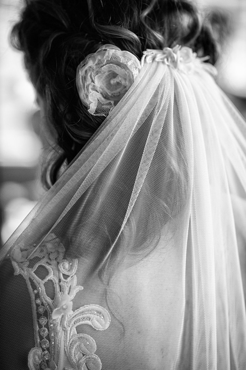A veil detail wedding picture by Pete Erickson Photography.