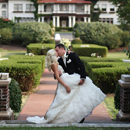 Longview Mansion wedding writes incredible review for Kansas City Photograpehrs