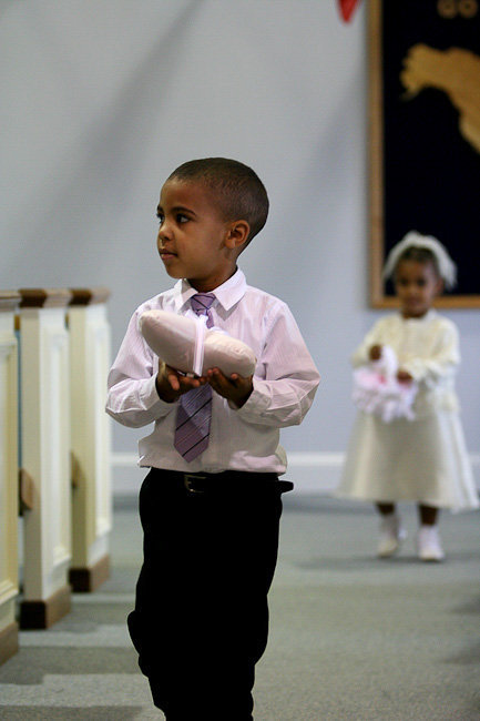 25 wedding photography ring bearer and flower girl in aisle