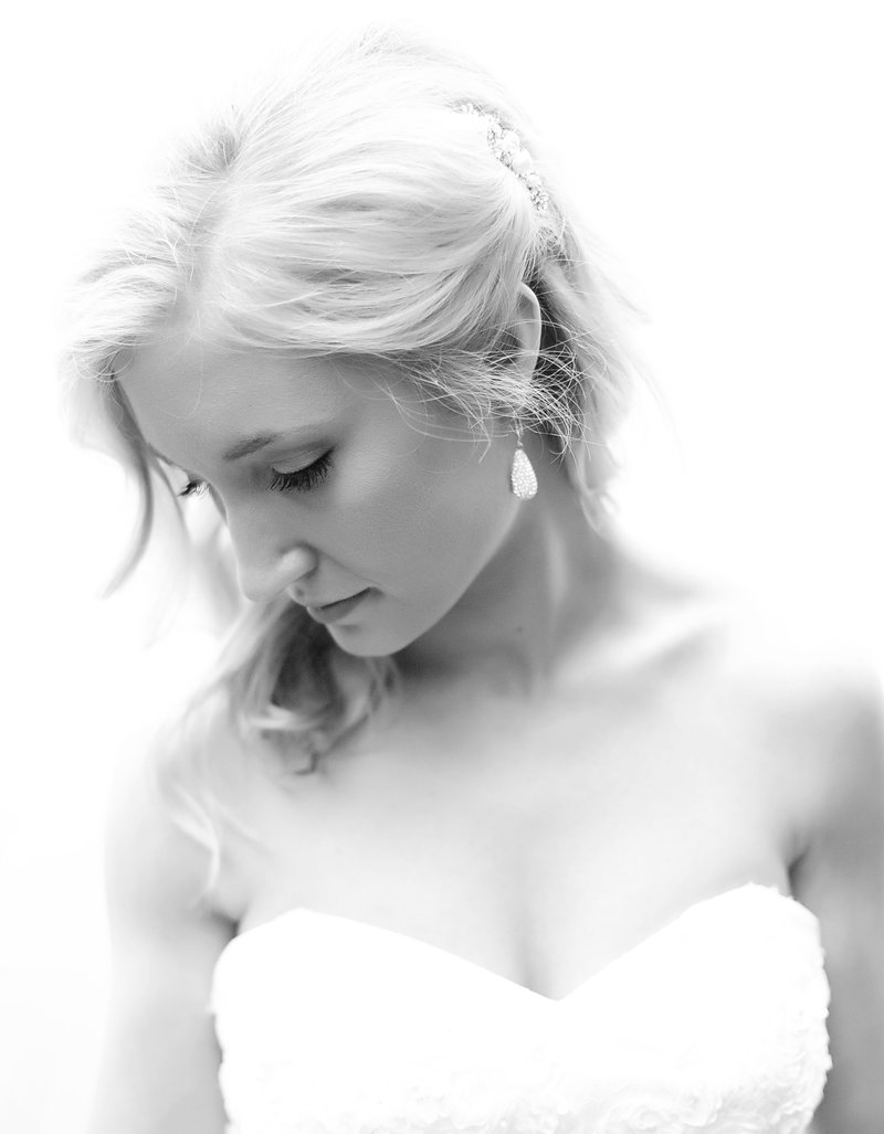 LK_FAV_Kelsie.Darren_Wedding_086BW_VERTICAL