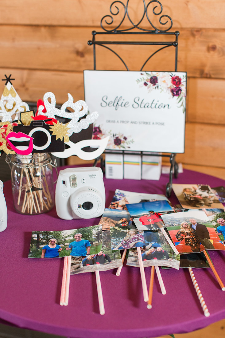 Wedding-Inspiration-Selfie-Station-Reception-Detail-Photo-by-Uniquely-His-Photography01