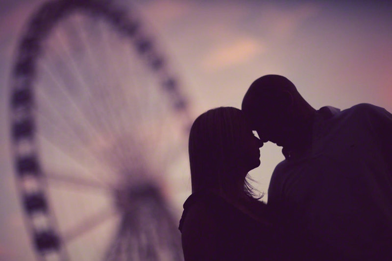 seattle-engagement-photos-great-wheel