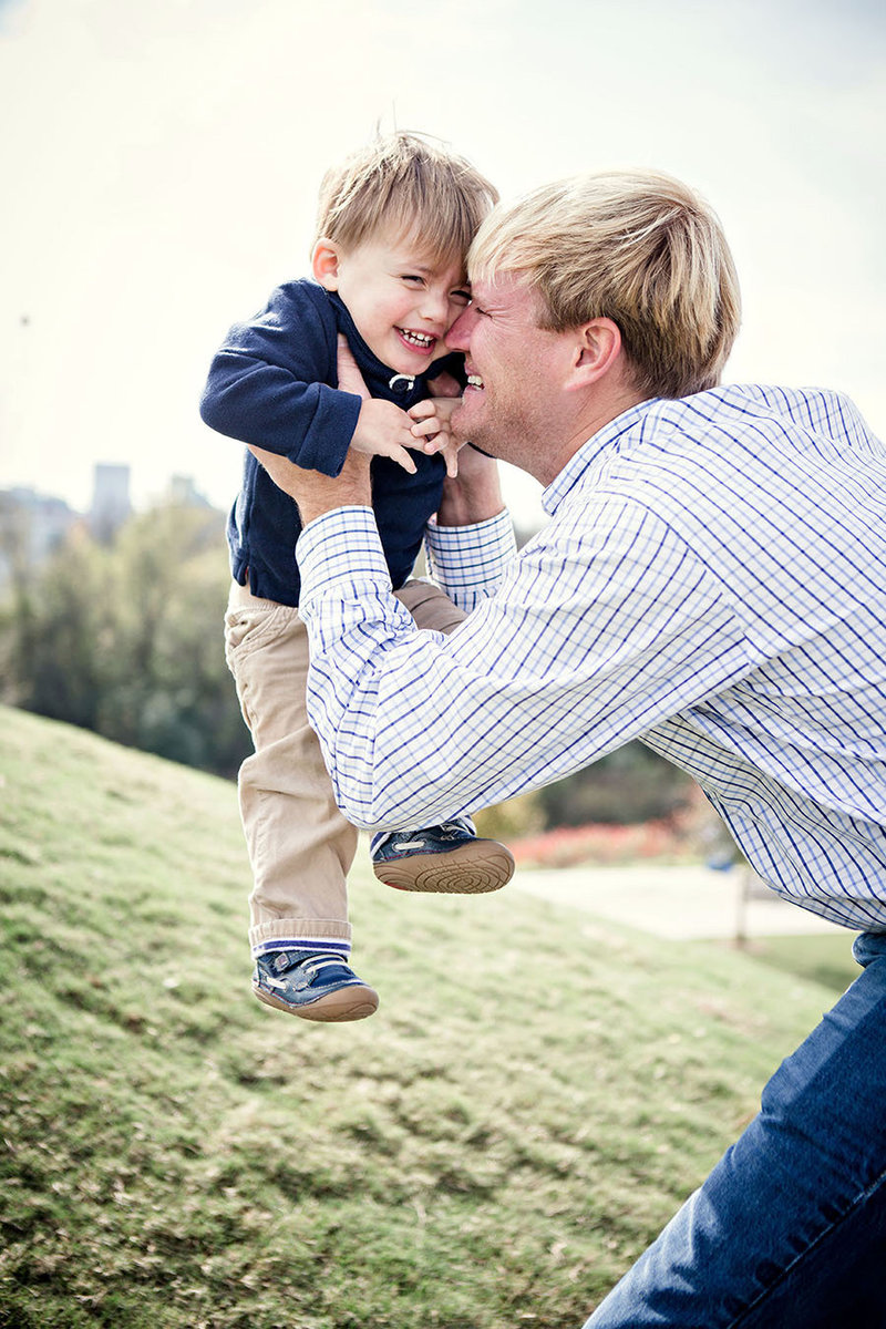Dad playing with a little boy in Chattanooga by Knoxville Wedding Photographer, Amanda May Photos.