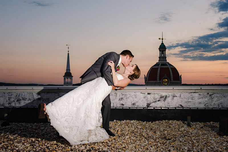 JandDstudio-wedding-photogrphy-york-pa-outdoor-brideandgroom-rooftop-kissing-sunset