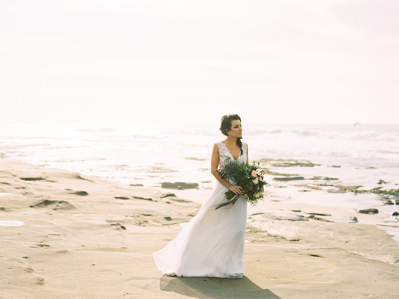 reneehollingsheadphotography_natural_coastal_wedding_inspiration-152